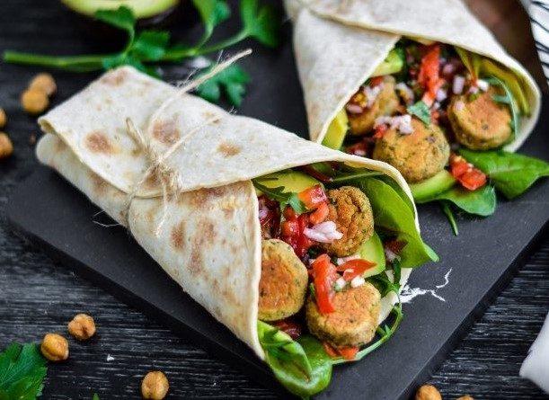 Vegetarische wrap met avocado